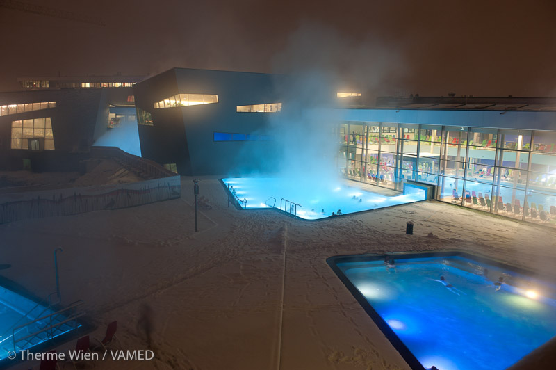 Therme-Wien-Aussen-Winter-Pools